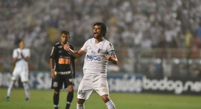 Victor Ferraz durante vitória sobre Corinthians, mas que não deu classificação
