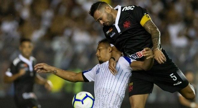 Vasco leva vantagem para Florianópolis por vitória em casa