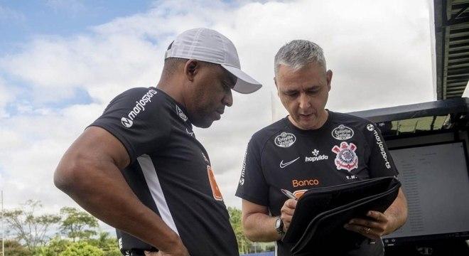 Tiago Nunes pediu para comissão técnica acompanhar jogadores de perto