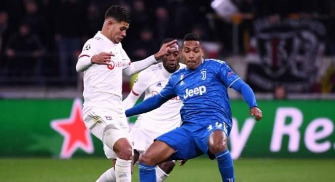 Lyon venceu a Juventus no jogo de ida das oitavas de final