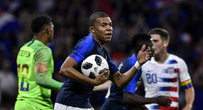 França decepciona torcida e fica no empate com os Estados Unidos ... d9120268f0d73