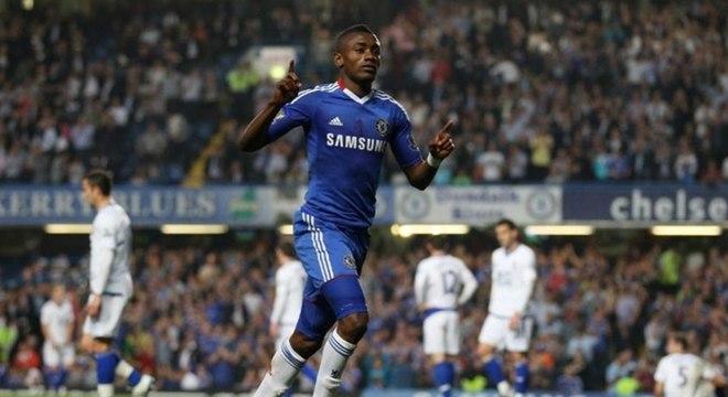 Salomon Kalou, que tem passagem pelo Chelsea, vestirá a camisa 8
