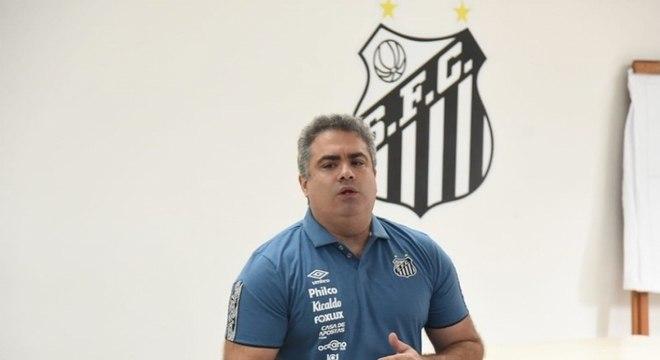 Orlando Rollo assumiu a presidência do Santos no dia 29 de setembro