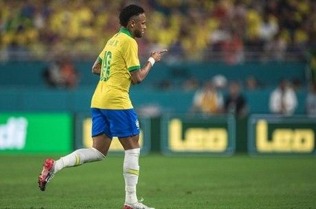Neymar havia se queixado de dores na região lombar