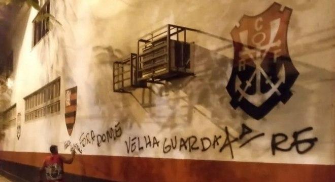 Torcedor pede saída de Domènec Torrent do Flamengo