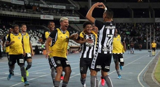 Luiz Fernando marcou o gol que deu a vitória ao Botafogo sobre o Paraná