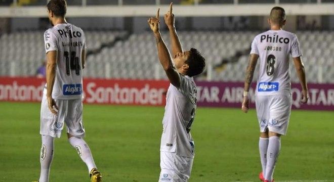 Lucas veríssimo comemora gol que deu a vitória ao Santos