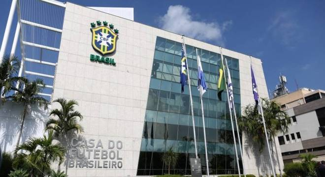 CBF defende manutenção do futebol mesmo com aumento no número de mortes pela covid-19