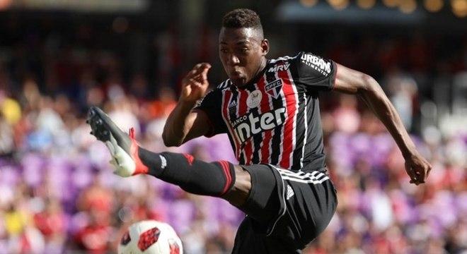 Léo vinha ganhando chances como titular do São Paulo