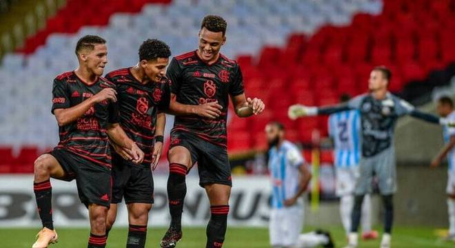 Mesmo com time de jovens, Flamengo está 100% no Carioca