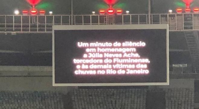 Telão do Maracanã anunciou a homenagem antes do jogo