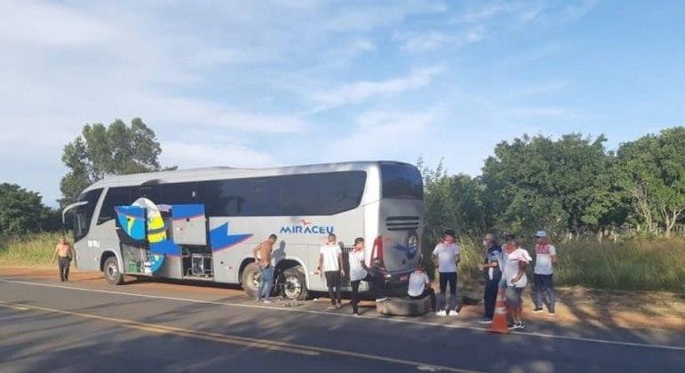 4 de Julho supera perda de voo e pneu furado em volta ao Piauí