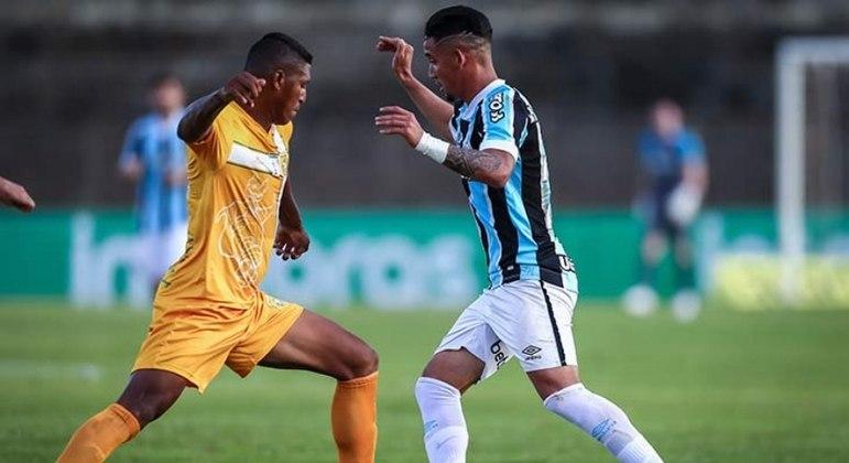 Com boa vantagem, Grêmio optou por escalar alguns jogadores reservas
