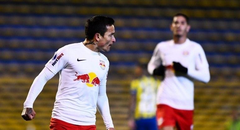 Artur fez três gols e conduziu vitória do Bragantino fora de casa