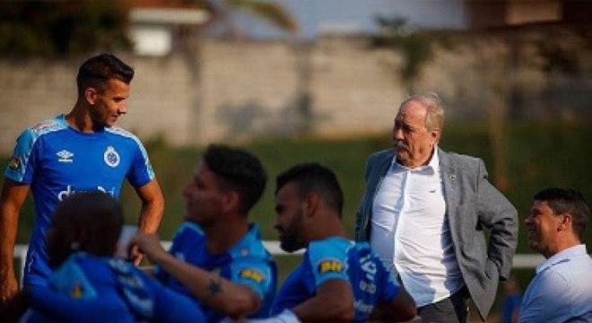 Cruzeiro vive grande crise dentro e fora de campo