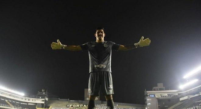 João Paulo vem se firmando como titular do Santos