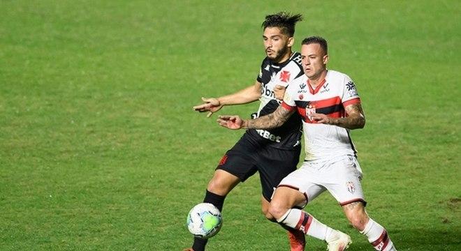 Jogo entre Vasco e Atlético-GO foi emocionante até o fim