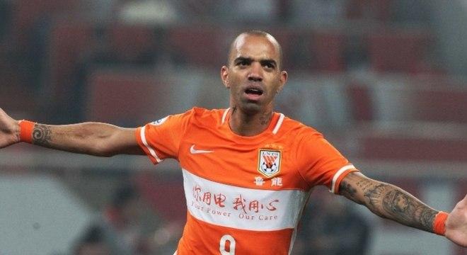 O Corinthians está interessado no atacante Diego Tardelli, do Shandong (CHN)