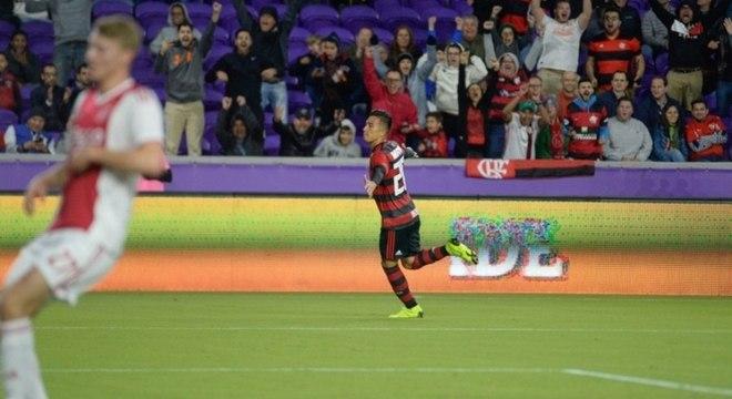 Atacante colombiano Uribe foi eleito melhor jogador da vitória do Flamengo