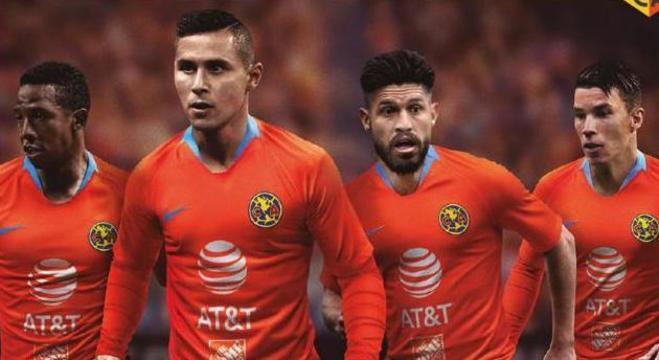 Camisa laranja faz referência a um dos personagens de Roberto Bolaños