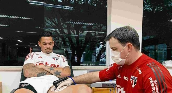 Luciano está trabalhando duro para voltar logo ao time do São Paulo
