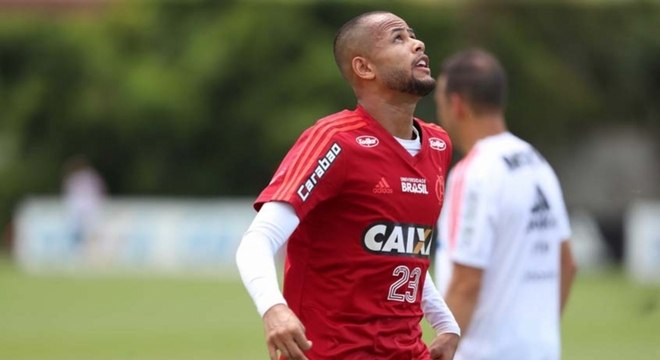 Contratado sob grande expectativa, Geuvânio ainda não engrenou no Flamengo