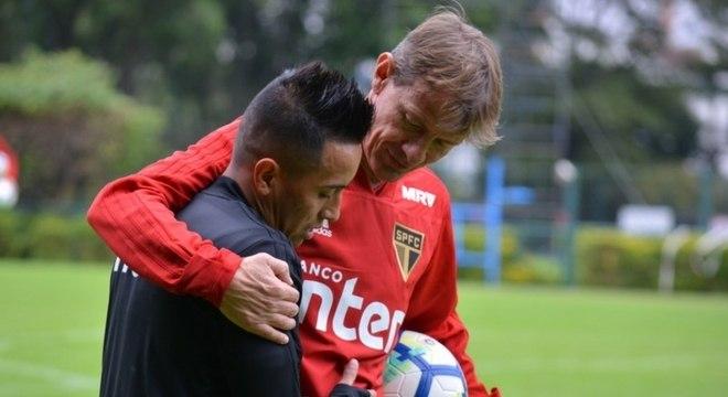 Cueva não vinha bem no São Paulo, e esperança de valorização na Copa não deu certo
