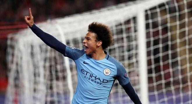 Leroy Sané comemora gol pelo Manchester City