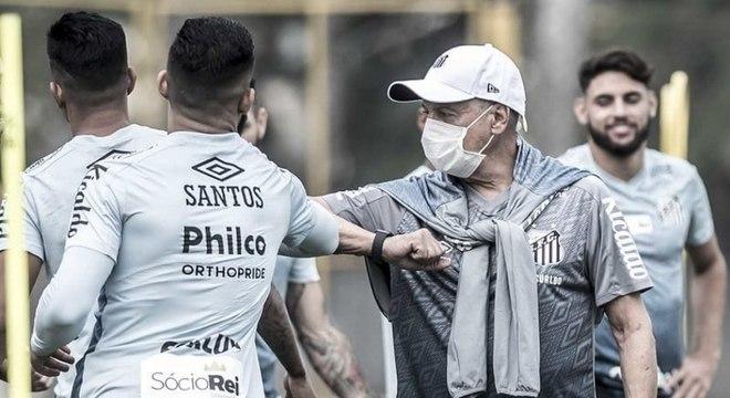 Jesualdo Ferreira durante treinamento do Santos