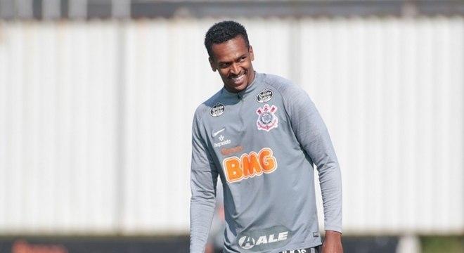 Jô ainda não sabe se poderá atuar no clássico contra o Palmeiras, no dia 22