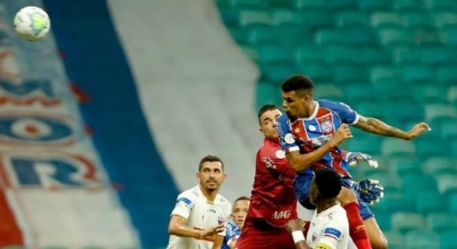 Bahia e Fortaleza fizeram jogo movimentado na Arena Castelão, em Salvador