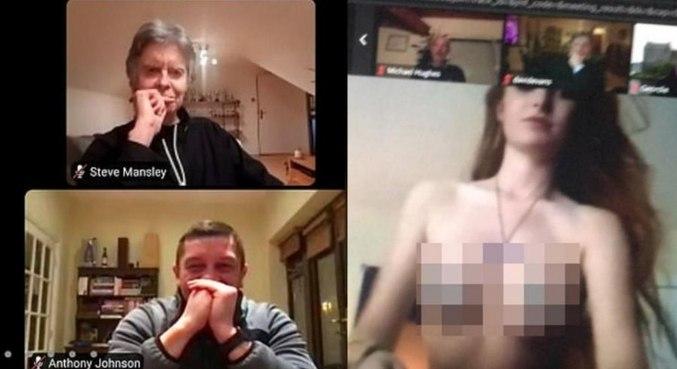 Momento da invasão da jovem fazendo topless