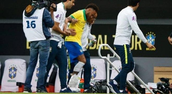 Neymar torceu tornozelo em amistoso contra o Catar e foi cortado da seleção