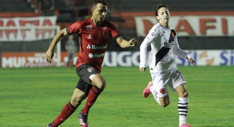De virada, Vasco venceu a primeira na Série B, contra Brasil de Pelotas