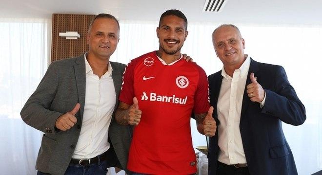 Após deixar o Fla, Guerrero é o novo atacante do Internacional