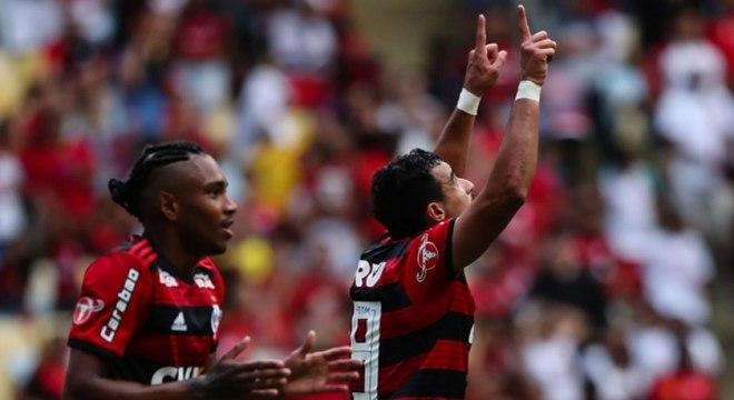 Henrique Dourado encerrou jejum e ajudou a garantir a vitória do Flamengo
