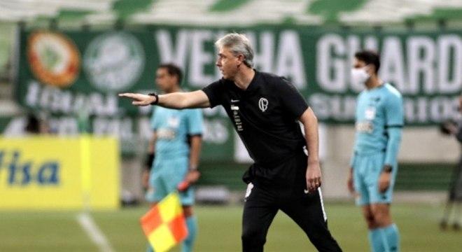 Tiago Nunes perdeu Fagner, Gil e Carlos Augusto para a estreia