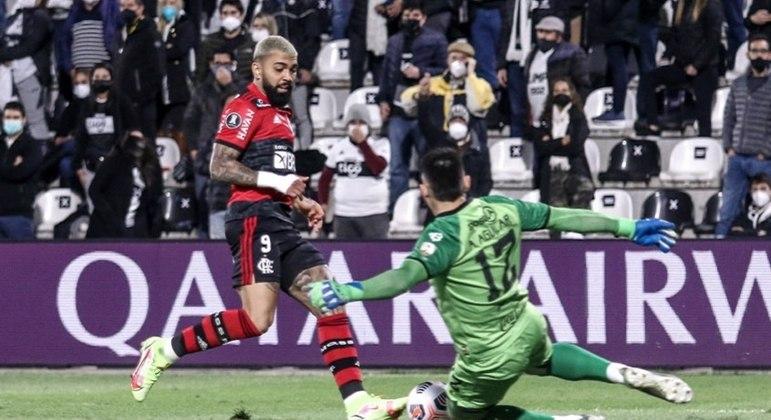 Com a bola rolando, o Flamengo goleou o Olimpia por 4 a 1