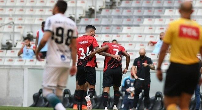 Fabinho marcou o gol que definiu a vitória do Athletico-PR