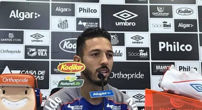 Jean Mota ressalta foco em continuar no Santos em 2020