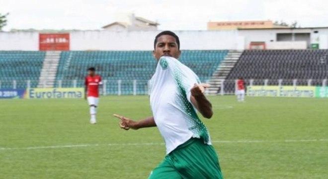 Davó, do Guarani, fez simplesmente quatro gols na vitória sobre o Internacional