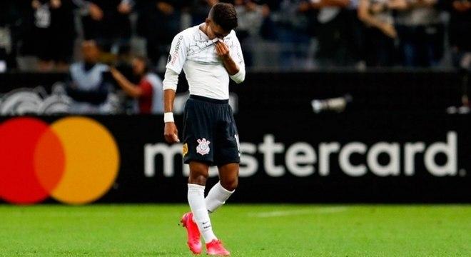 Pedrinho lamenta expulsão ainda no primeiro tempo do jogo contra Guaraní