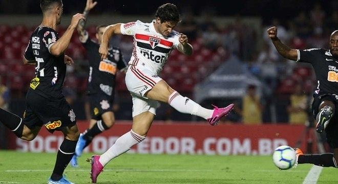 Pato enfrentou o Corinthians duas vezes pelo São Paulo e não fez gols