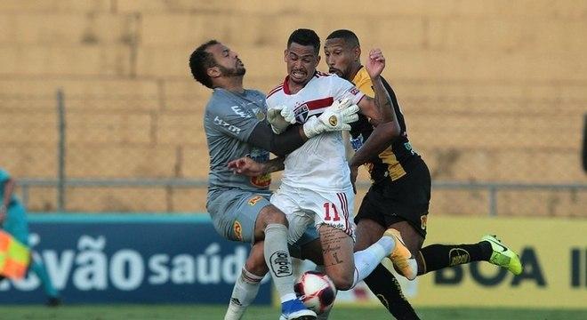 Na derrota do São Paulo para o Novorizontino, Luciano reclamou da não marcação de um pênalti