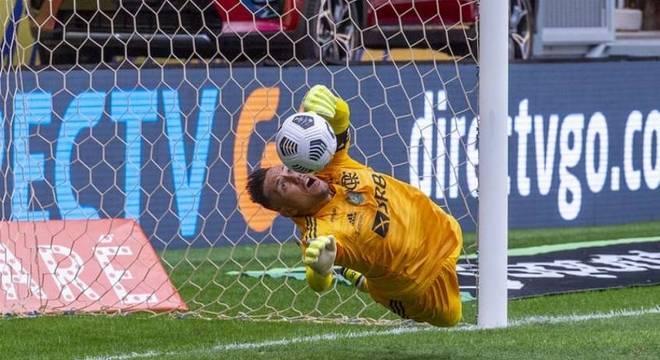 Herói do Flamengo, Diego Alves já defendeu 40 pênaltis na carreira