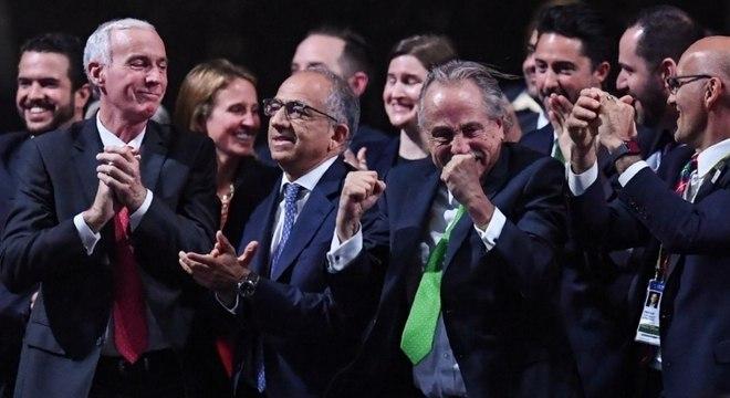 Representantes comemoram vitória da candidatura tripla para Copa de 2026