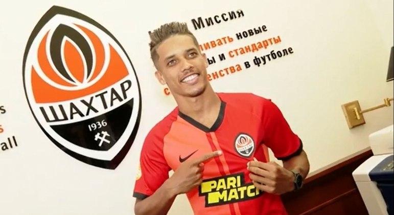 Pedrinho  assinou contrato com a equipe ucraniana por cinco temporadas, até junho de 2026