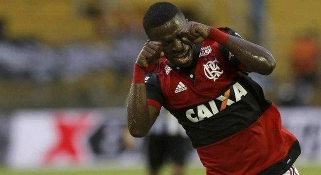 Vinícius Júnior voltou a provocar o Botafogo