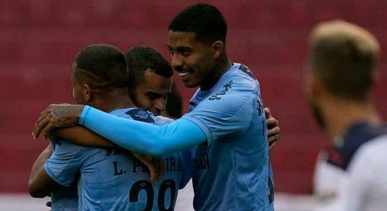 Gol de Léo Pereira deu a vitória ao Grêmio no Equador
