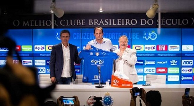 Rogério Ceni foi apresentado pelo presidente do clube, Wagner Pires de Sá